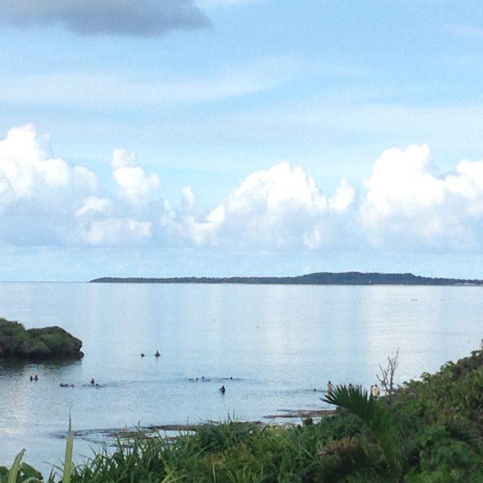 べ凪で臨む鳩間島