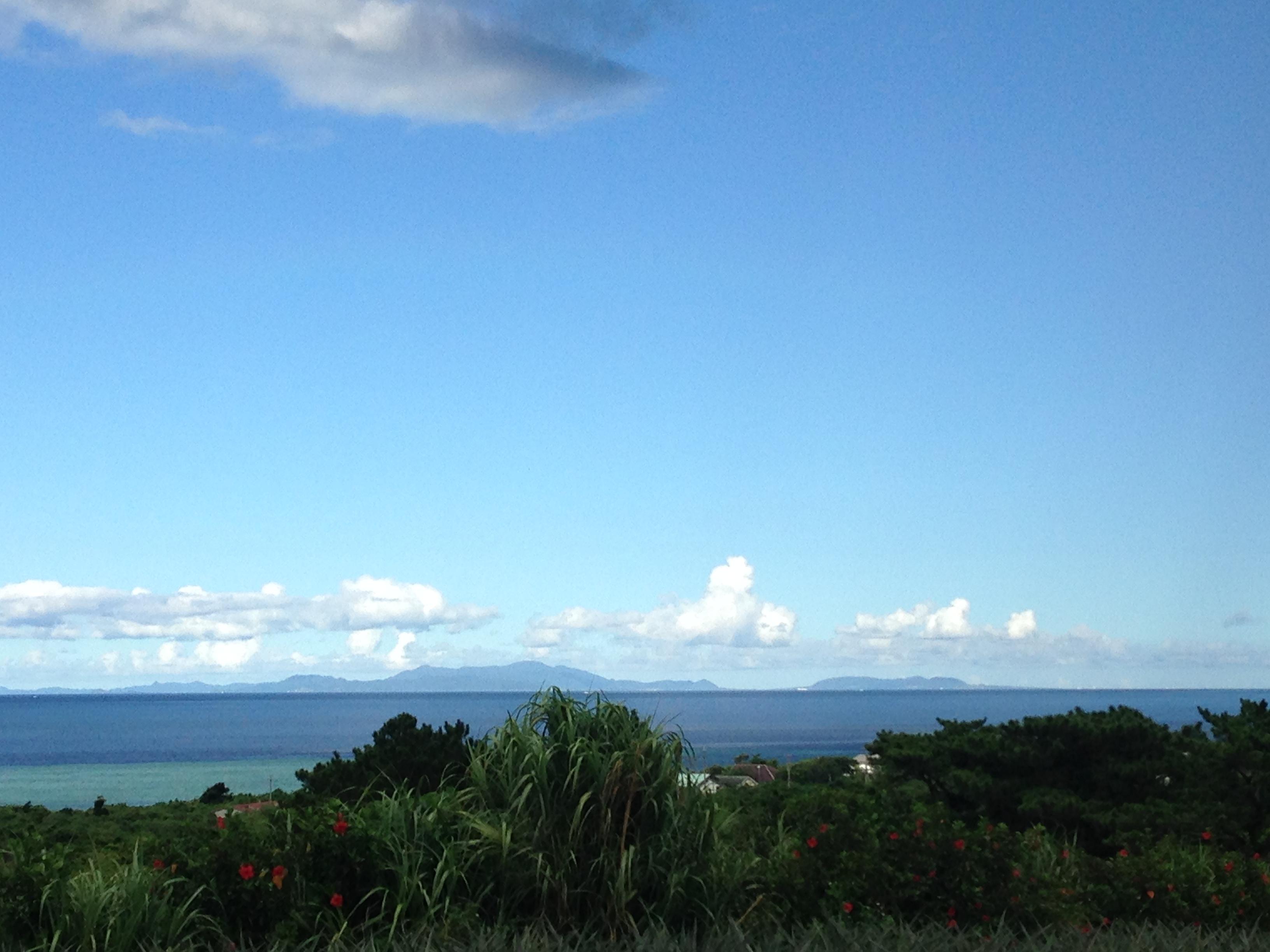 遠く見える石垣島